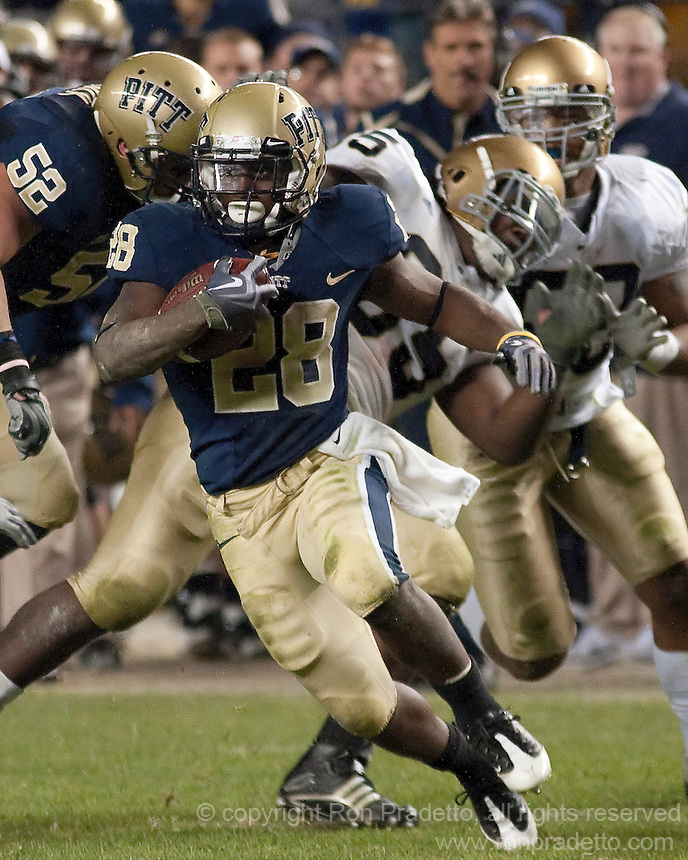 Pittsburgh running back Dion Lewis. The Pittsburgh Panthers defeat the Notre Dame Irish 27-22 at Heinz Field, Pittsburgh Pennsylvania on November 14, 2009..