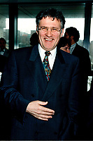 Le ministre de l'environnement Paul Begin au congres - Salon de l AQTE<br /> (Association quebecoise des Techniques de l'Eau) - Reseau environnement<br /> 2  Avril 1998