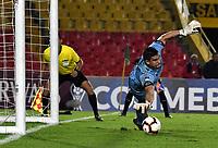 BOGOTÁ-COLOMBIA, 16–04-2019: Diego Morel de Independiente FBC (PAR) detiene el disparo de Amaury Torralvo de La Equidad (COL) (Fuera de Foto) desde el punto penal para definir el paso a la siguiente fase, durante partido de la primera etapa entre La Equidad (COL) y el Independiente F.B.C. (PAR), por la Copa Conmebol Sudamericana 2019 en el estadio Nemesio Camacho El Campin, de la ciudad de Bogotá. / Diego Morel of Independiente FBC (PAR) stops Amaury Torralvo´s shot of La Equidad (COL) (Outside the Pic) from the penalty spot to define the step to the next phase, during a match between La Equidad (COL) and Independiente F.B.C. (PAR), as part of the first stage for the Conmebol Sudamericana Cup 2019 in the Nemesio Camacho El Campin stadium in Bogota city. Photo: VizzorImage / Alejandro Rosales / Cont.