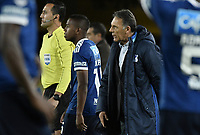 BOGOTÁ - COLOMBIA, 18-09-2018: Miguel Angel Russo técnico de Millonarios da instrucciones a Juan Camilo Salazar durante partido de ida con Independiente Santa Fe por los octavos de final de la Copa CONMEBOL Sudamericana 2018 jugado en el estadio Nemesio Camacho El Campín de la ciudad de Bogotá. / Miguel Angel Russo coach of Millonarios gives directions to Juan Camilo Salazar during first leg match against Independiente Santa Fe for the eight finals of CONMEBOL Sudamericana 2018 cup played at Nemesio Camacho El Campin stadium in Bogotá city.  Photo: VizzorImage / Gabriel Aponte / Staff