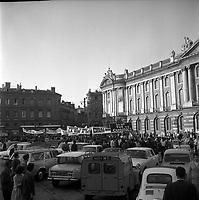 Le 12 Juin 1968. Vue de la manifestation des étudiants sur la place du Capitole.