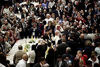 Papa Francesco parla al suo arrivo in Aula Paolo VI in Vaticano. 19 novembre 2017.<br /> Sua Santità ha offerto un pranzo ai bisognosi (senzatetto, migranti, disoccupati) dopo aver celebrato una Messa in occasione della prima Giornata Mondiale dei Poveri.<br /> Pope Francis gestures as he arrives for a lunch in Paul VI Hall  at the Vatican on Sunday, November 19, 2017. <br /> Pope Francis is offering several hundred poor people (homeless, migrants, unemployed) a lunch after celebrating a special mass to mark the new World Day of the Poor.<br /> UPDATE IMAGES PRESS/Isabella Bonotto<br /> <br /> STRICTLY ONLY FOR EDITORIAL USE