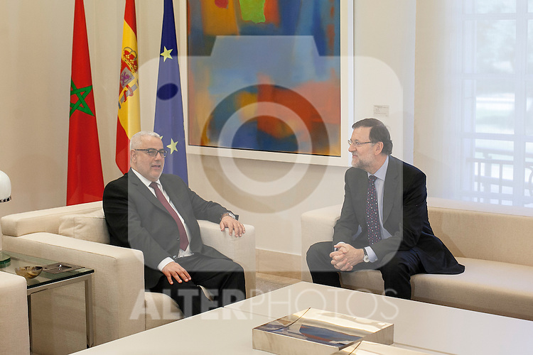 Prime Minister Mariano Rajoy receives Morocco's Prime Minister Abdelilah Benkirane (L) during a welcome ceremony at the Moncloa Palacein Madrid, Spain. Month XX, 2015. (ALTERPHOTOS/Victor Blanco)