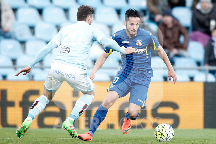 Getafe's Pablo Sarabia (r) and Celta de Vigo's Sergi Gomez during La Liga match. February 27,2016. (ALTERPHOTOS/Acero)
