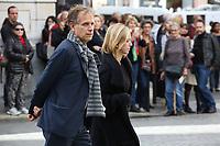 CHARLES BERLING, LEA DRUCKER - ASSISTE A LA CEREMONIE RELIGIEUSE EN HOMMAGE A JEAN ROCHEFORT A L'EGLISE SAINT-THOMAS D'AQUIN DANS LE 7EME ARRONDISSEMENT DE PARIS, FRANCE, LE 13/10/2017.