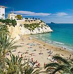 Spain, Costa Blanca, Benidorm: Beach with Castillo-Mirador | Spanien, Costa Blanca, Benidorm: Strand am Castillo-Mirador