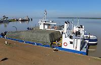KENYA Kisumu port at Lake Victoria, cargo ships from Uganda / KENIA Kisumu, Hafen am Viktoria See, Frachtschiffe aus Uganda