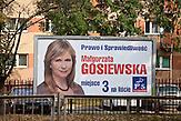"""Ein Wahlplakat von Malgorzata Gosiewska der nationalkonservativen polnischen Partei """"Recht und Gerechtigkeit"""" (PiS). Die Partei wurde 2001 von Lech Kaczynski und seinem Zwillingsbruder Jaroslaw Kaczynksi, der seit 2003 Parteivorsitzender ist, gegründet. / An election poster of Malgorzata Gosiewska who is a member of the Polish national-conservative party """"Right and Justice"""" (PiS). The party was founded in 2001 by Lech Kaczynski and his twin brother Jaroslaw Kaczynski who is chairman of the party since 2003."""