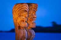 Hawaiian tiki god wood sculptures, Honaunau Hale O Keawe or City of Refuge, Puuhonua o Honaunau National Historical Park, Honaunau, Big Island, Hawaii, USA