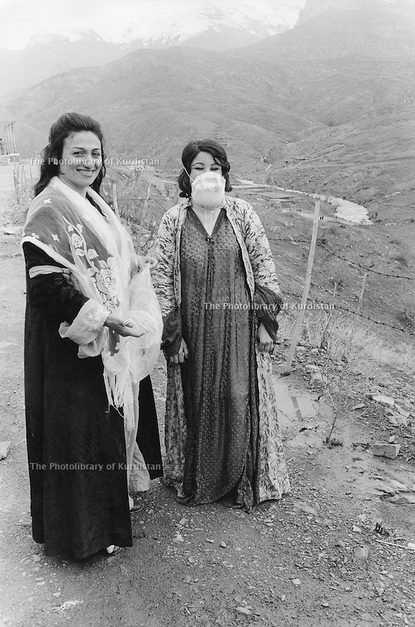 Iraq 1974 <br /> The resumption of hostilities, Zakia Ismael Hagi, left, president of the Kurdish women's union showing gas masks made by the women for the civilian population  <br /> Irak 1974 <br /> La reprise de la lutte armée, a gauche Zakia Ismael Hagi, presidente de l'Union des Femmes Kurdes montrant des masques a gaz fabriqués pour proteger la population civile