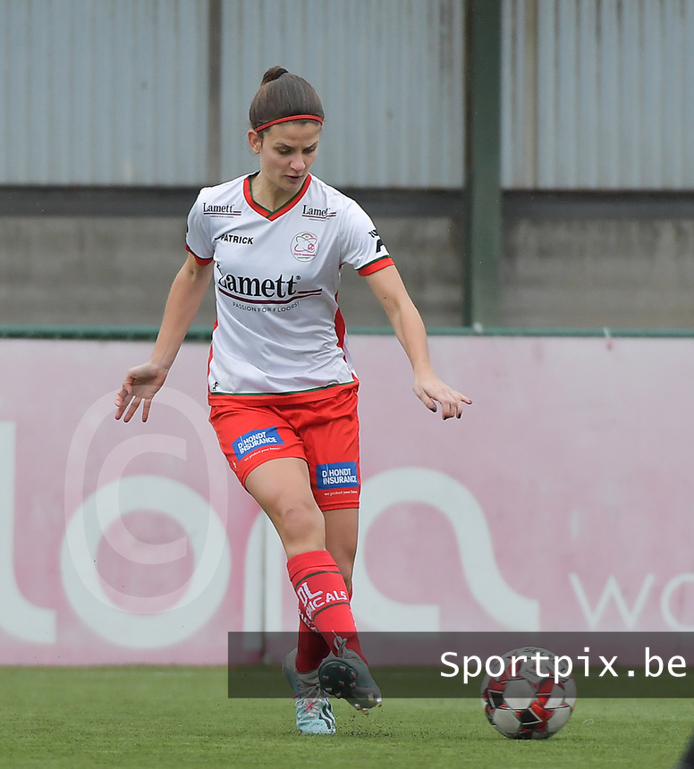 Amber De Priester (6) of Zulte-Waregem  pictured during a female soccer game between SV Zulte - Waregem and Club Brugge YLA on the 13 th matchday of the 2020 - 2021 season of Belgian Scooore Womens Super League , saturday 6 th of February 2021  in Zulte , Belgium . PHOTO SPORTPIX.BE | SPP | DIRK VUYLSTEKE