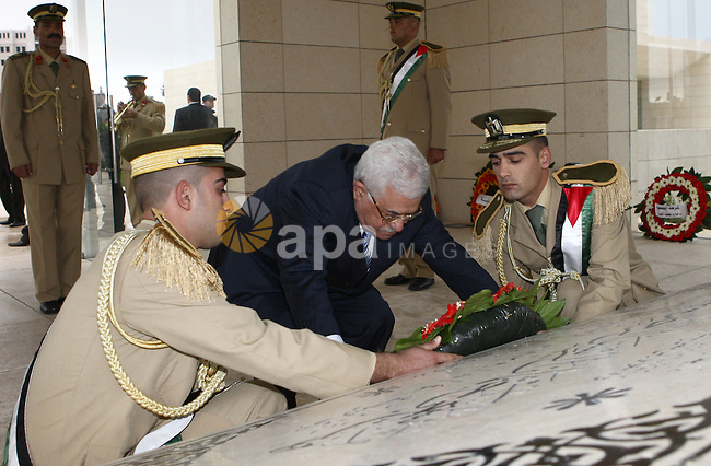 Palestinian President Mahmoud Abbas put wreath on the tomb of the late leader Yasser Arafat, in Ramallah.