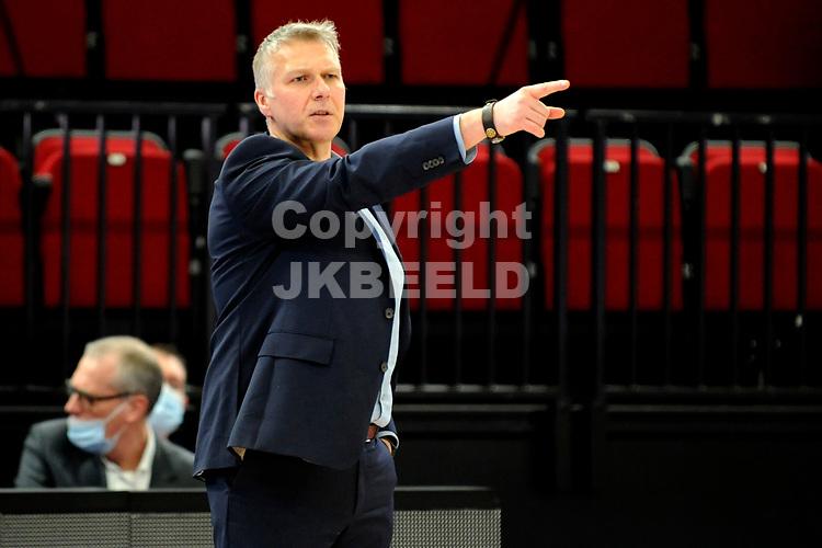 24-03-2021: Basketbal: Donar Groningen v Landstede Hammers: Groningen, Landstede coach  Herman van den Belt