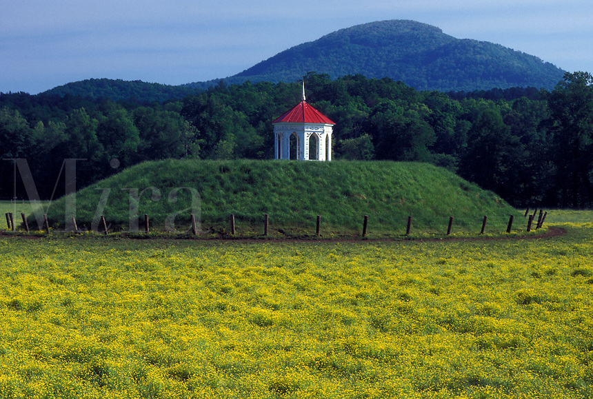 indian mounds, burial ground, North Georgia, GA, Georgia, Appalachian Mountains, Sautee-Nacoochee Indian Mound in North Georgia.