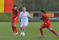 UEFA Women's Under 17 Championship - Second Qualifying round - group 1 : Belgium - England : .Lucy Whipp aan de bal voor Karen Verrydt (links).foto DAVID CATRY / Vrouwenteam.be