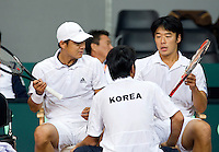 20-9-08, Netherlands, Apeldoorn, Tennis, Daviscup NL-Zuid Korea, Dubbles match:  HyungTaik Lee and WongSun Jun(R) with their captain NamHoon Kim