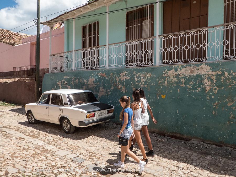 Teenage girls walking to Placa Mayor, Trinidad