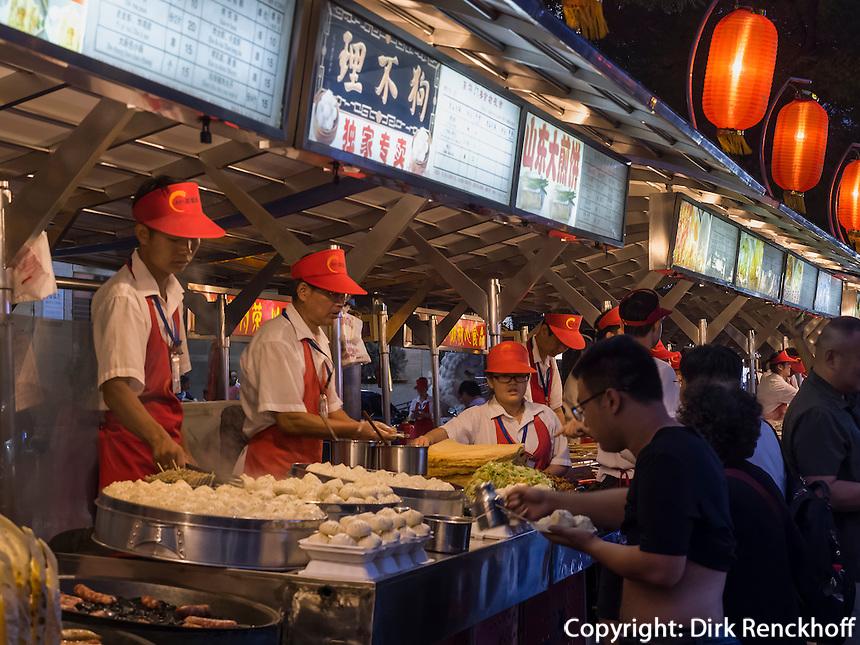 Donghuamen-Nachtmarkt in Peking, China, Asien<br /> Donghuamen nightmarket, Beijing, China, Asia
