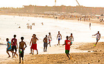 Cabo Verde, Kaap Verdie, KaapVerdie, sal kaapverdie santa maria 2017<br /> Santa Maria, officieel  is een plaats in het zuiden van het Kaapverdische eiland Sal met 6.272 inwoners. Met de opkomst van het toerisme heeft de plaats bekendheid gekregen en is het toerisme de voornaamse inkomstenbron<br /> Kaapverdië, dat behoort tot de geografische regio Ilhas de Barlavento<br />   foto  Michael Kooren<br /> strand Santa Maria  beach boats swimming, clear water, sunshine, reflections , fun, sun ,