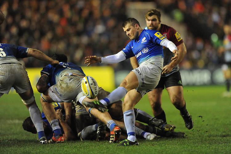 Richard Wigglesworth of Saracens sends up a box kick during the Premiership Rugby match between Harlequins and Saracens - 09/01/2016 - Twickenham Stoop, London<br /> Mandatory Credit: Rob Munro/Stewart Communications