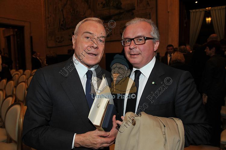 GIANNI LETTA CON PAOLO PELUFFO<br /> PREMIO GUIDO CARLI - SECONDA EDIZIONE<br /> PALAZZO DI MONTECITORIO - SALA DELLA REGINA ROMA 2011