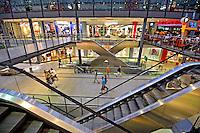 Shopping center em Berlin. Alemanha. 2011. Foto de Juca Martins.