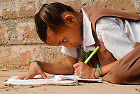 "Asien Suedasien Indien Madhya Pradesh , Maedchen in einem Dorf macht Hausaufgaben - Bildung xagndaz | .South asia India Madhya Pradesh , girl in village doing school homework - education .| [ copyright (c) Joerg Boethling / agenda , Veroeffentlichung nur gegen Honorar und Belegexemplar an / publication only with royalties and copy to:  agenda PG   Rothestr. 66   Germany D-22765 Hamburg   ph. ++49 40 391 907 14   e-mail: boethling@agenda-fototext.de   www.agenda-fototext.de   Bank: Hamburger Sparkasse  BLZ 200 505 50  Kto. 1281 120 178   IBAN: DE96 2005 0550 1281 1201 78   BIC: ""HASPDEHH"" ,  WEITERE MOTIVE ZU DIESEM THEMA SIND VORHANDEN!! MORE PICTURES ON THIS SUBJECT AVAILABLE!!  ] [#0,26,121#]"