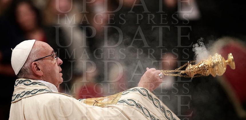 Papa Francesco celebra la preghiera dei Primi Vespri e Te Deum in ringraziamento per l'anno trascorso. Città del Vaticano, 31 dicembre 2016.<br /> Pope Francis celebrates the new year's eve Vespers and Te Deum prayer in Saint Peter's Basilica at the Vatican, on December 31, 2016.<br /> UPDATE IMAGES PRESS/Isabella Bonotto<br /> <br /> STRICTLY ONLY FOR EDITORIAL USE