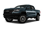 Stock pictures of low aggressive front three quarter view of 2017 Chevrolet Colorado ZR2 Crew 4 Door Pick Up