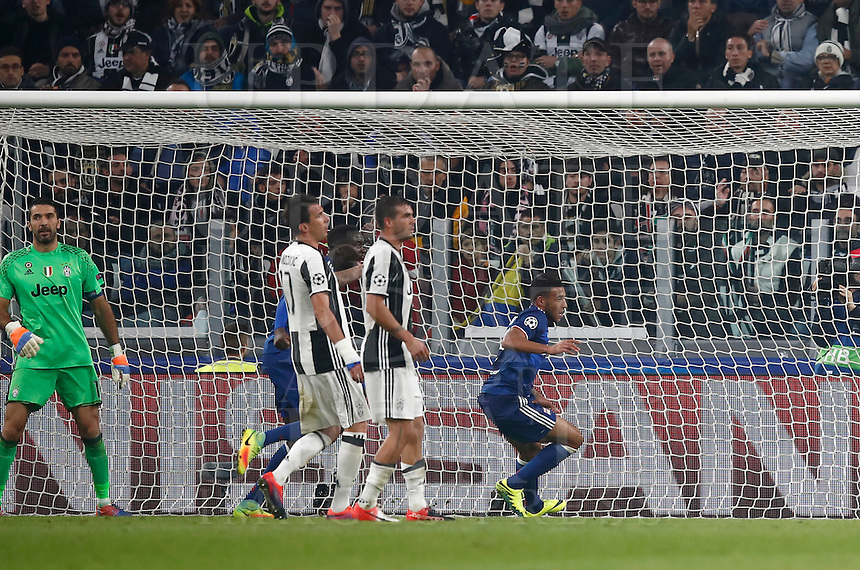 Calcio, Champions League: Gruppo H, Juventus vs Lione. Torino, Juventus Stadium, 2 novembre 2016. <br /> Lyon's Corentin Tolisso, right, reacts after scoring the equalizer goal during the Champions League Group H football match between Juventus and Lyon at Turin's Juventus Stadium, 2 November 2016. The game ended 1-1.<br /> UPDATE IMAGES PRESS/Isabella Bonotto