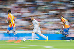 Karim Benzema of Real Madrid is followed by Valencia CF players during their La Liga 2017-18 match between Real Madrid and Valencia CF at the Estadio Santiago Bernabeu on 27 August 2017 in Madrid, Spain. Photo by Diego Gonzalez / Power Sport Images