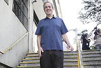 ATENÇÃO EDITOR: FOTO EMBARGADA PARA VEICULOS INTERNACIONAIS - SAO PAULO, SP, 28 DE OUTUBRO 2012 - ELEICOES 2012 -  ALEXANDRE SCHEINEIDER  - O vice de Serra, Alexandre Scheineider, vota em São Paulo,  no colegio PUC, regiao da  zona oeste da capital, nessa manha de domingo, 28- FOTO LOLA OLIVEIRA - BRAZIL PHOTO PRESS