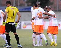 ENVIGADO -COLOMBIA-06-04-2014. Neider Morantes (Der) de Envigado FC celebra un gola anotado a Patriotas FC durante partido por la fecha 15 de la Liga Postobón I 2014 realizado en el Polideportivo Sur de la ciudad de Envigado./ Neider Morantes (R)  of Envigado FC celebrates a goal scored to Patriotas FC during match for the 15th date of the Postobon League I 2014 at Polideportivo Sur in Envigado city.  Photo: VizzorImage/Luis Ríos/STR