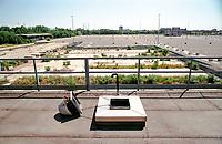 Arese (Milano). L'area dell'ex stabilimento Alfa Romeo diventata un enorme parcheggio di un centro commerciale --- Arese (Milan). The area of former Alfa Romeo plant, now become a gigantic parking lot for a shopping mall