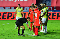 CALI-COLOMBIA, 20-09-2020: Edwin Trujillo, arbitro durante partido entre America de Cali y Atletico Bucaramanga, de la fecha 9 por la Liga BetPlay DIMAYOR I 2020 jugado en el estadio Pascual Guerrero de la ciudad de Cali. / Edwin Trujillo, referee during a match between America de Cali and Atletico Bucaramanga, of the 9th date for the BetPlay DIMAYOR I 2020 played at the Pascual Guerrero stadium in Cali city. / Photo: VizzorImage / Nelson Rios / Cont.