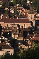 Europe/Europe/France/Midi-Pyrénées/46/Lot/Saint-Céré: Vue sur les toits de la ville et l'église Sainte-Spérie depuis les Tours de Saint-Laurent