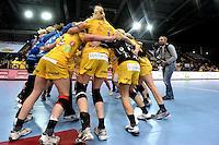 HC Leipzig : DVSC Korvex - Handball Damen Women Champions League - .Nach einem souveränen 31:25 Erfolg gegen den ungarischen Vize-Meister DVSC Korvex vor 2.747 Zuschauern in der Leipziger ARENA - im Bild: Die HCL Mädels im Jubelkreis - jeder Sieg ist wichtig.   Foto: Norman Rembarz