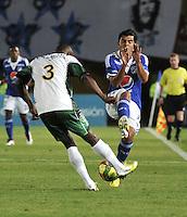 """BOGOTA, COLOMBIA -03-02-2013: Harrison Otalvaro (Der.) mediocampista de Millonarios disputa el balón con Wilmer Diaz (Izq.) de La Equidad en partido por la Liga de Postobon I en el estadio Nemesio Camacho """"El Campín"""" en la ciudad de Bogotá, febrero 3, 2013. (Foto: VizzorImage / Luis Ramírez / Staff). Harrison Otalvaro (R) midfielder of Millonarios fights for the ball with Wilmer Diaz (L), of La Equidad during a match for the Postobon I League at the Nemesio Camacho  ?El Campin? stadium in Bogota city, on February 3, 2013, (Photo: VizzorImage / Luis Ramírez / Staff)......"""