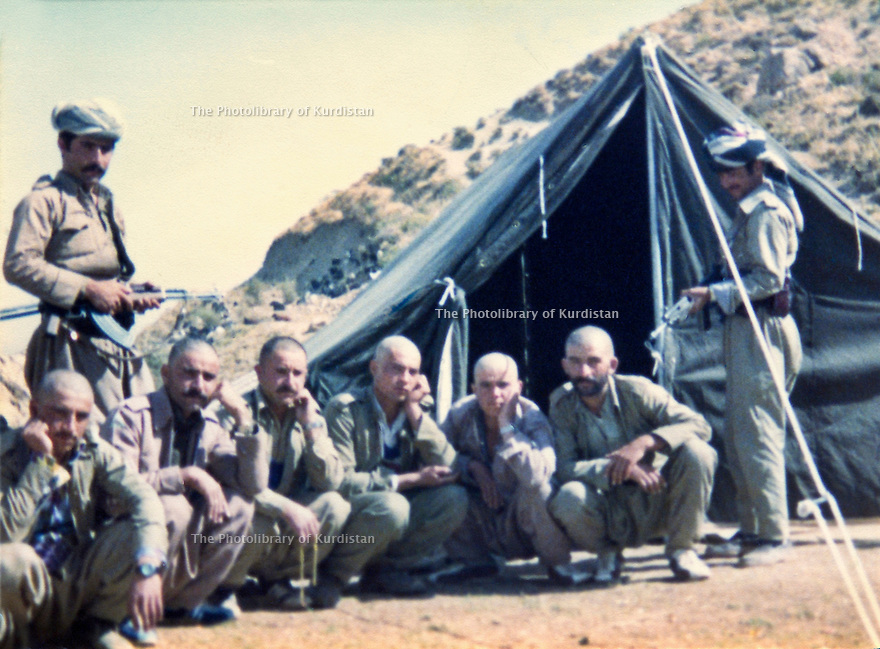 Iraq 1981 .Peshmergas near Khiniz, on the border of Iran  .Irak 1981 .Un groupe de peshmergas pres de Khiniz, sur la frontiere iranienne