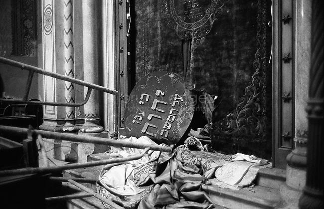 ROMANIA, Timisoara, May 2003..Abandoned synagogue..ROUMANIE, Timisoara, May 2003..Synagogue abdandonnée..© Bruno Cogez