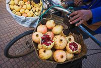 Afrique/Afrique du Nord/Maroc/Rabat: détail des paniers d'un marchand de fruits ambulant de la médina