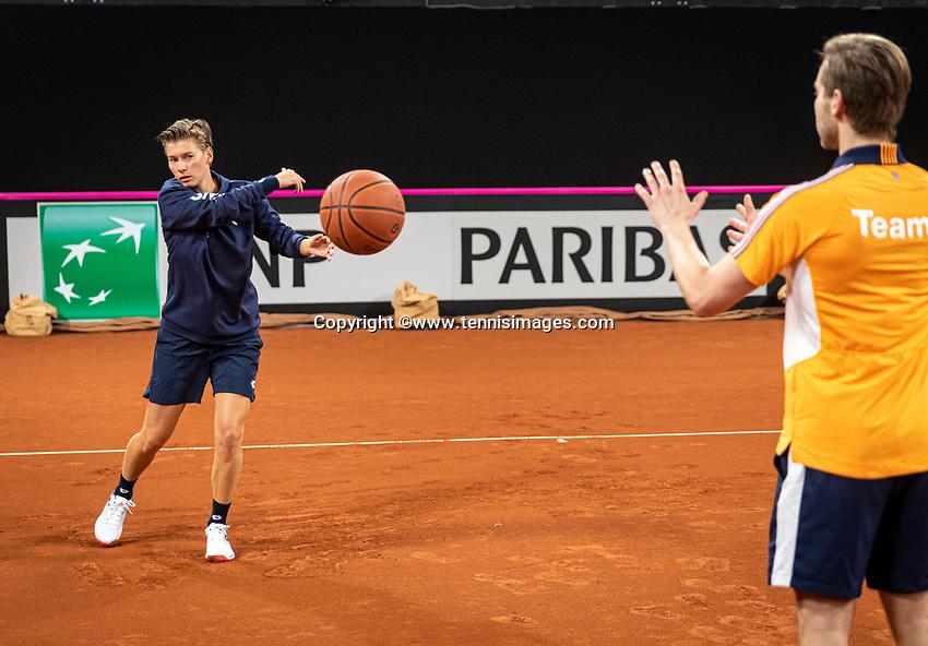 The Hague, The Netherlands, Februari 4, 2020,  Sportcampus , FedCup  Netherlands - Balarus, Dutch team practise, Demi Schuurs warming up.<br /> Photo: Tennisimages/Henk Koster