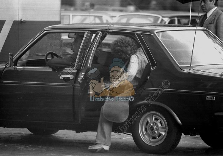 GIANNI AGNELLI CON MONICA GUERRITORE<br /> PIAZZA DI SPAGNA ROMA 1976
