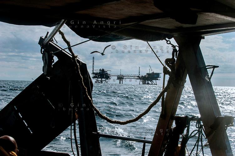 Riviera adriatica, Bellaria, pesca nel mare adriatico,piattaforma estrazione gas