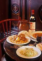 """Europe/Espagne/Madrid: Cocido Madrilenol le plat madriléne  ,sorte de pot au feu avec des pois chiches, le bouillon est d'abord servi ensuite les légumes et les viandes - Restaurant """"la Bola"""""""