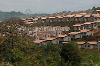 Milhares de casas do programa minha casa minha vida são construidas ao largo da hidreletrica de Tucuruí.<br /> As  eclusas de Tucuruí, com capacidade para dar passagem a 40 milhões de toneladas de carga por ano, a maior do mundo segundo a Eletronorte. A obra, concluída por convênio entre o Ministério dos Transportes Denit, Eletrobras e Eletronorte,  faz parte do projeto da hidrovia Araguaia Tocantins que ligará Belém no Pará a região do alto Araguaia no Mato Grosso com uma extensão aproximada de 2 .000 km Tucuruí, Pará, Brasil.<br /> Paulo Santos<br /> 28/08/2013