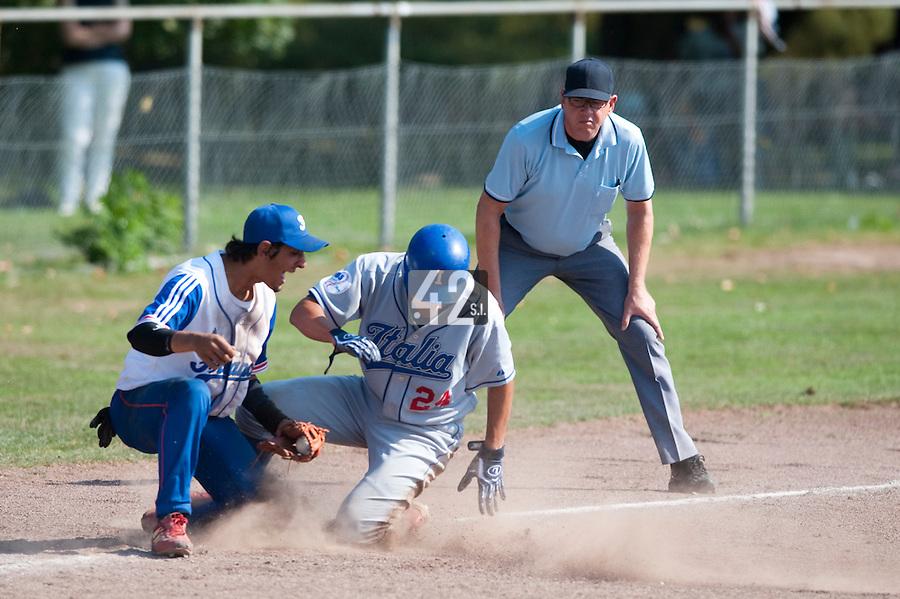 Baseball - 2009 European Championship Juniors (under 18 years old) - Bonn (Germany) - 06/08/2009 - Day 4 - Thomas Medina (France), Francesco Cozzolino (Italy)