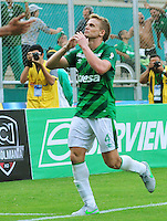 CALI -COLOMBIA-03-10-2015. Cristian Nasuti (Der) jugador del Deportivo Cali celebra un gol en contra de Independiente Medellín durante partido por la fecha 15 de la Liga Águila II 2015 jugado en el estadio Palmaseca de la ciudad de Palmira./ Cristian Nasuti (R) player of Deportivo Cali celebrates a goal against Independiente Medellin during match for the date 15 of the Aguila League II 2015 played at Palmaseca stadium in Palmira city. Photo: VizzorImage/ NR