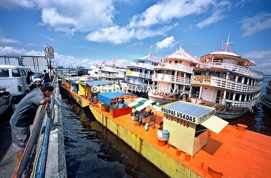 Porto no Rio Amazonas em Parintins. Amazonas. 2004. Foto de Flávio Bacellar.