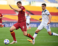 Football, Serie A: AS Roma - Atalanta Olympic stadium, Rome, April 22, 2021. <br /> Roma's Edin Dzeko (l) in action with Atalanta's Joakim Maehle (r) during the Italian Serie A football match between AS Roma and Atalanta at Rome's Olympic stadium, Rome, on April 22, 2021.  <br /> UPDATE IMAGES PRESS/Isabella Bonotto